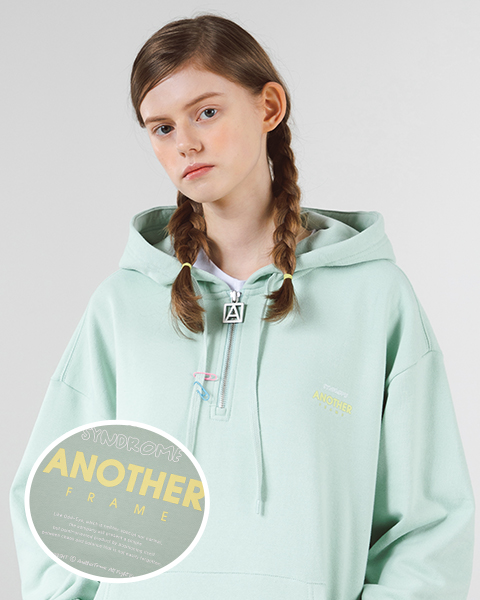 [쭈리]NEON LETTERING HALF ZIP-UP HOOD (MINT)